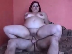 Big fat bbw amateur fucked in kitchen..