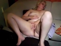 Two fingers are stuck in by sexy bbw..