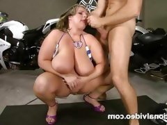 Brunette bbw gets banged in the floor