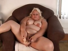 Bbw toying herself