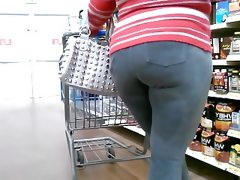 Thick mature red-bone in tight ass jeans