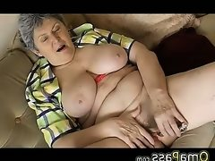 Bbw granny plaing with electro toy..